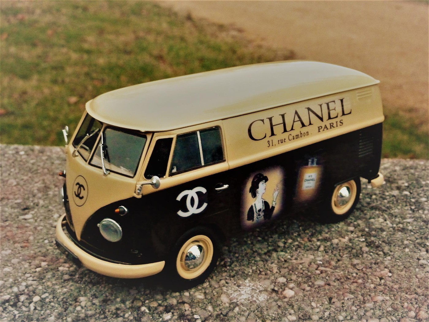 Combi  wv publicitaire Chanel terminé  Photo1-vi