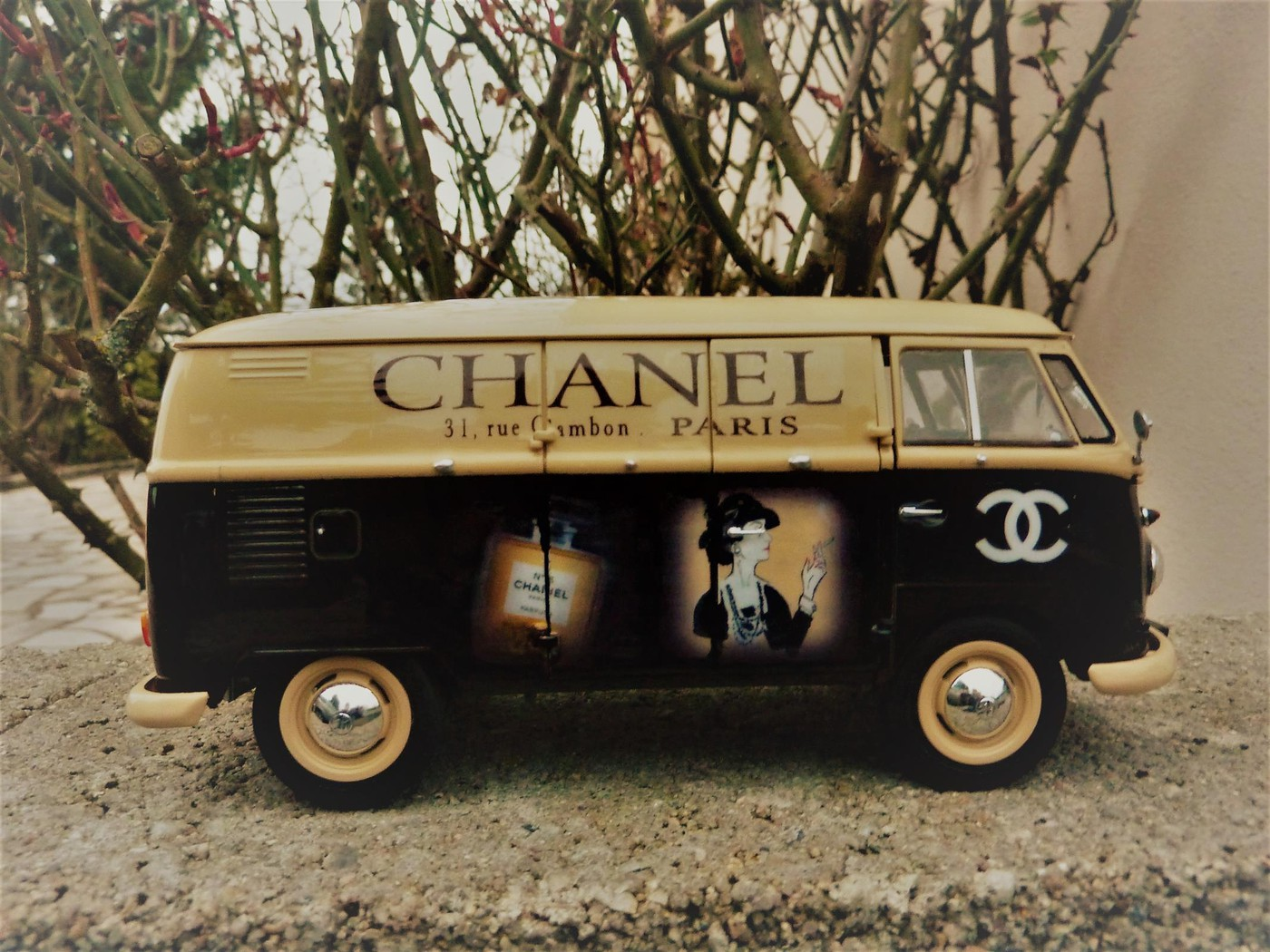 Combi  wv publicitaire Chanel terminé  Photo8-vi