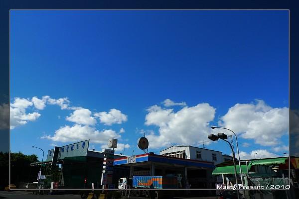 藍藍的天。白白的雲