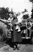 F-Granny Thomas, Rexford, Paul Monroe, Kenneth on car - 1941