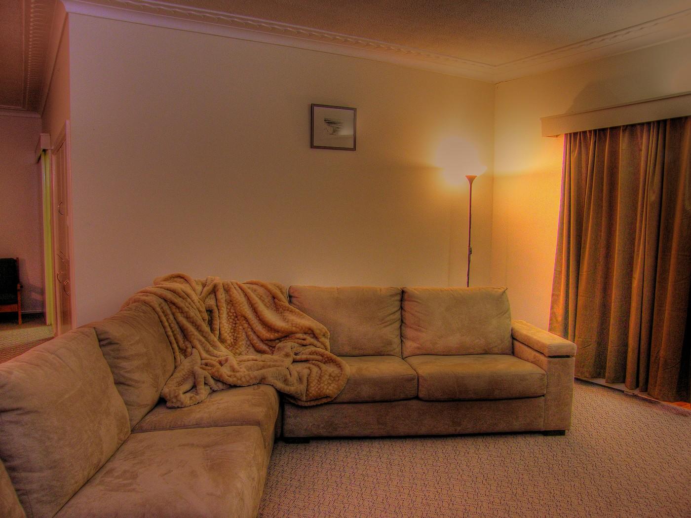 Lounge Room 009