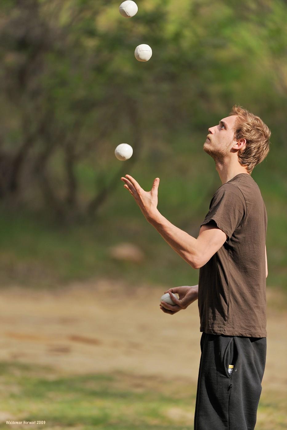 Romain Juggling