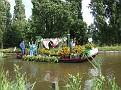 057. small boat, De vuile was buitem hangen !!