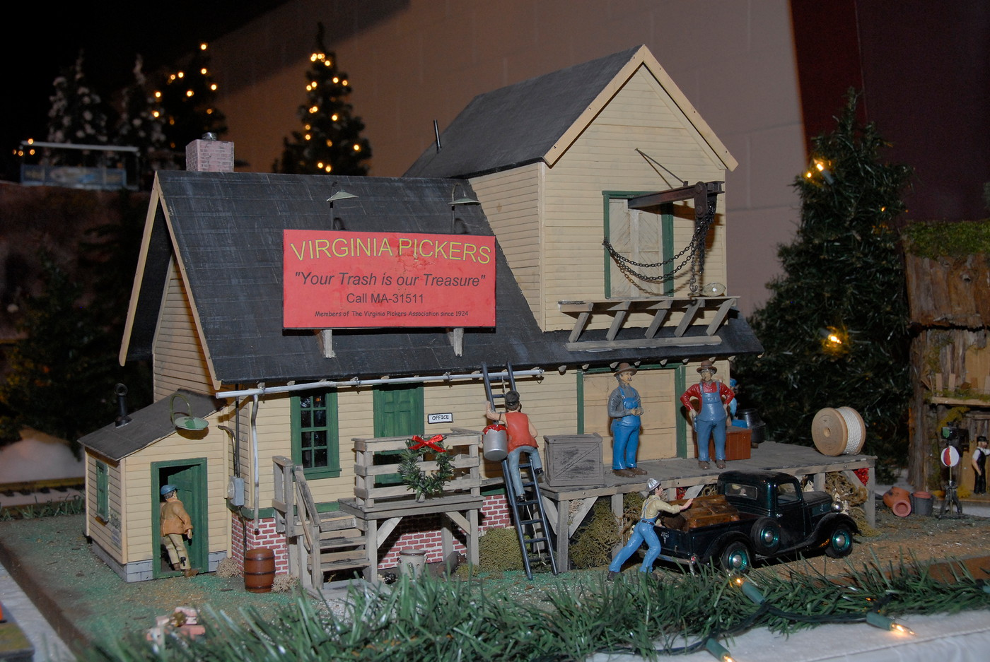 Holiday Toy Trains 2013 047