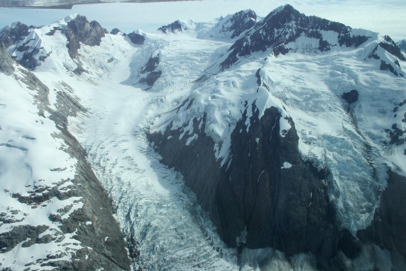 Fairweather Mountain Range from air