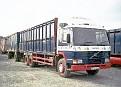 D727 SHH   Volvo FL7 6x2 rigid / drawbar livestock truck