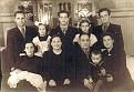 Отец (в центре) со своей семьей: сестра Роза (внизу слева), мать Слава Абрамовна Островская, отец Юзеф Янкель, сестра Мирра.