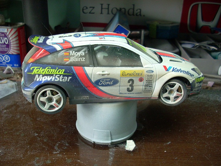 ford focus wrc   diorama fini a 99.5 % Focus105-vi