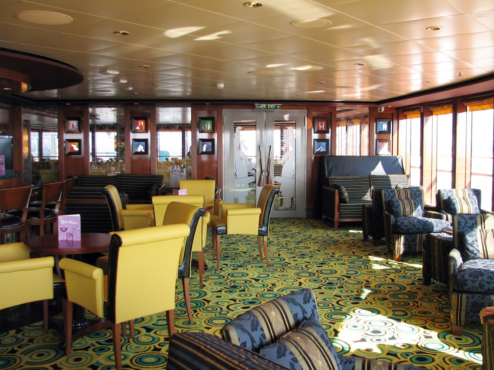 Norwegian Gem Star Bar