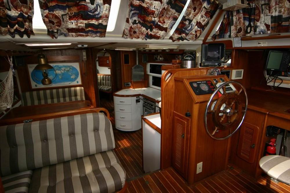 interiorviewfromcompanionway